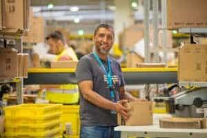 Amazon Mitarbeiter/in, Copyright Amazon | Foto: Marcus Schlaf